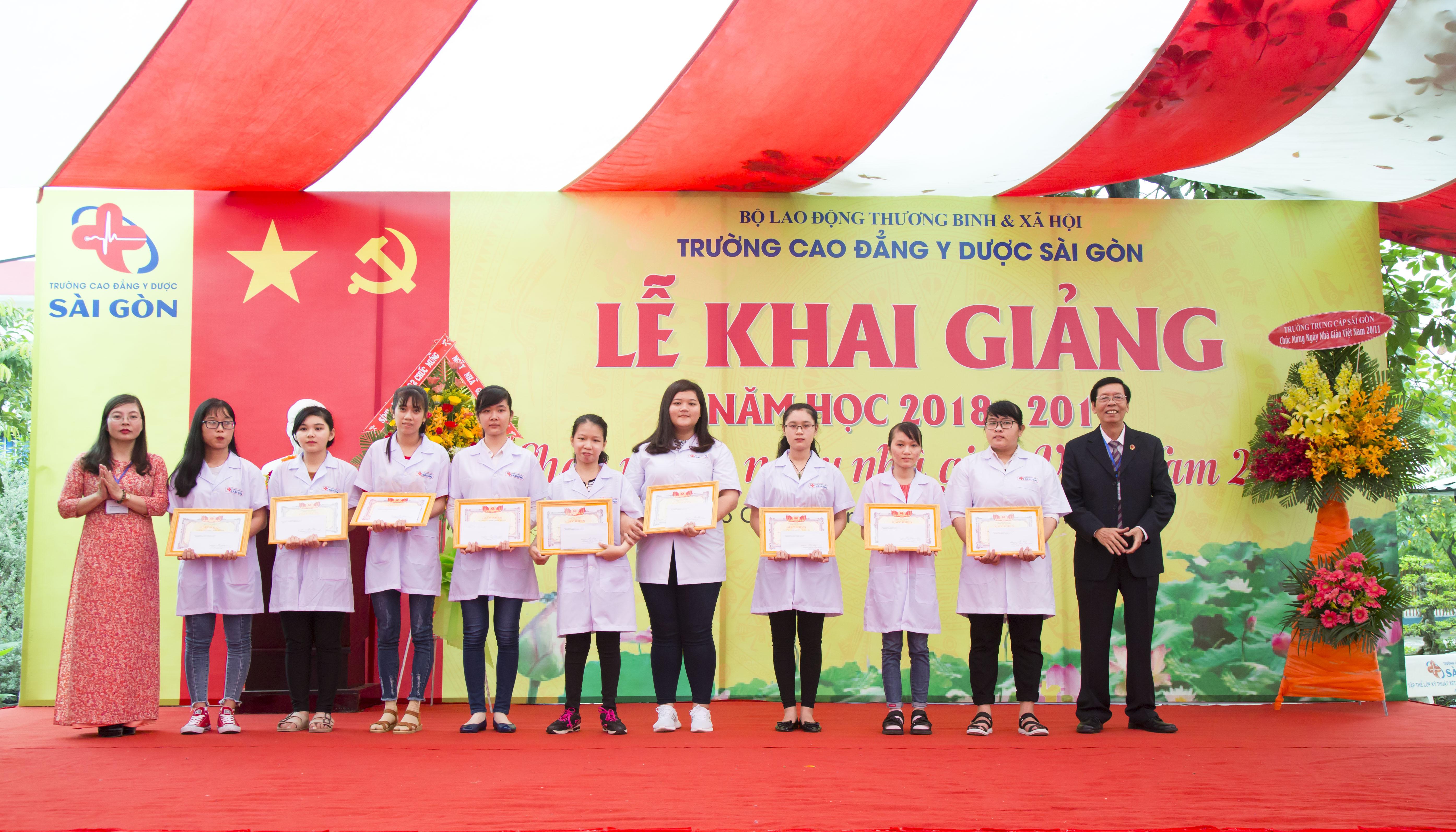 Thầy trò trường Cao đẳng Y Dược Sài Gòn trong lễ khai giảng năm học mới
